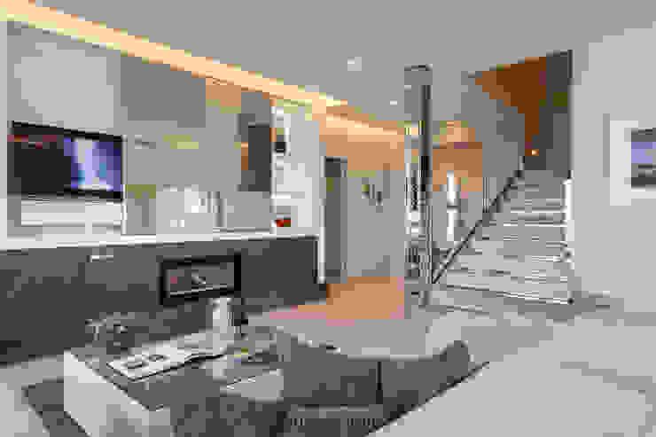 bởi Andrea Bonini luxury interior & design studio Hiện đại