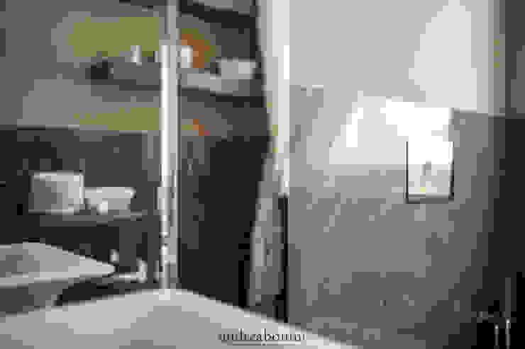 Villa on lake Garda Bagno moderno di Andrea Bonini luxury interior & design studio Moderno