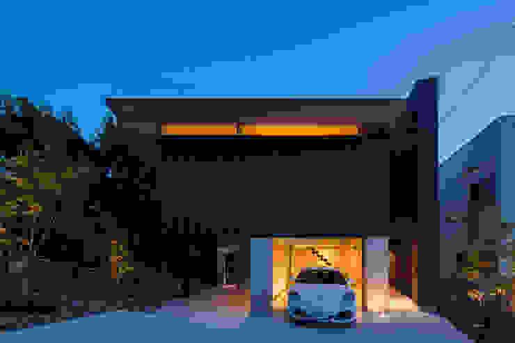 garagehouse in toyonaka モダンな 家 の 田中一郎建築事務所 モダン アルミニウム/亜鉛