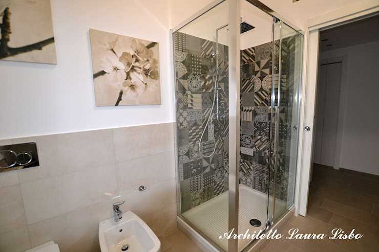 Modern bathroom by ARCHITETTO LAURA LISBO Modern