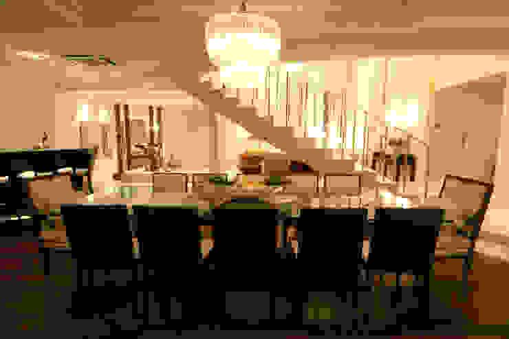 Sala de Jantar Salas de jantar clássicas por Yara Mendes Arquitetura e Decoração Clássico