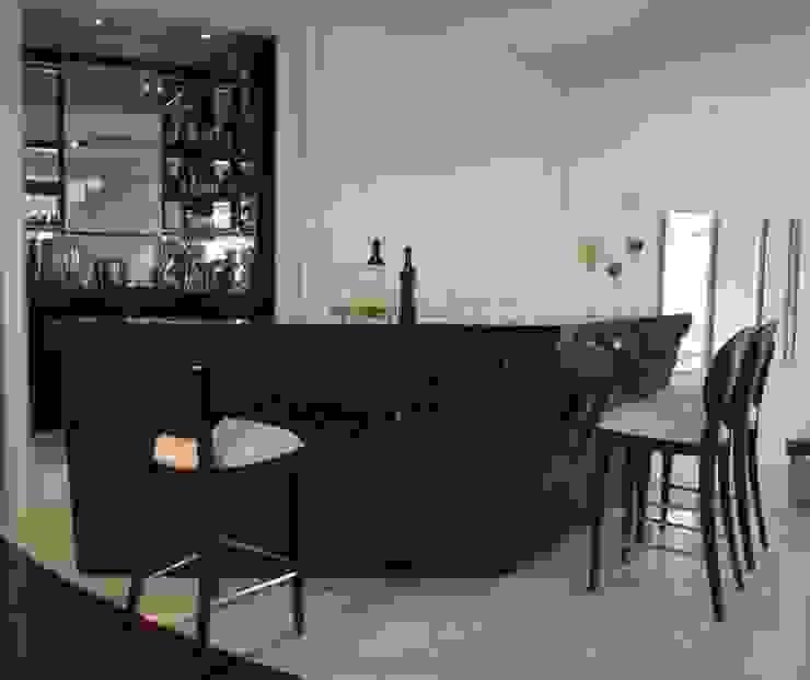 Bar Adegas clássicas por Yara Mendes Arquitetura e Decoração Clássico