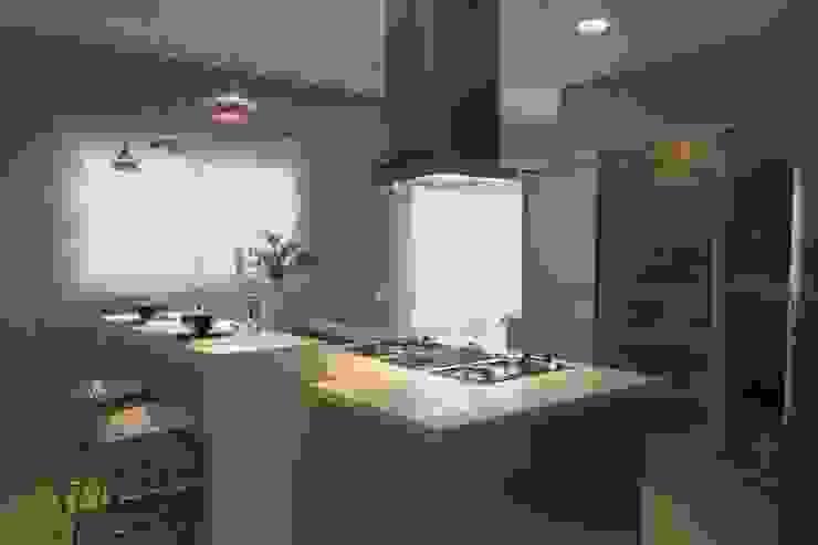 Cozinha Cozinhas clássicas por Yara Mendes Arquitetura e Decoração Clássico