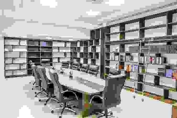 Sala de reuniões 1 por Enjoy Casa & Escritório Moderno