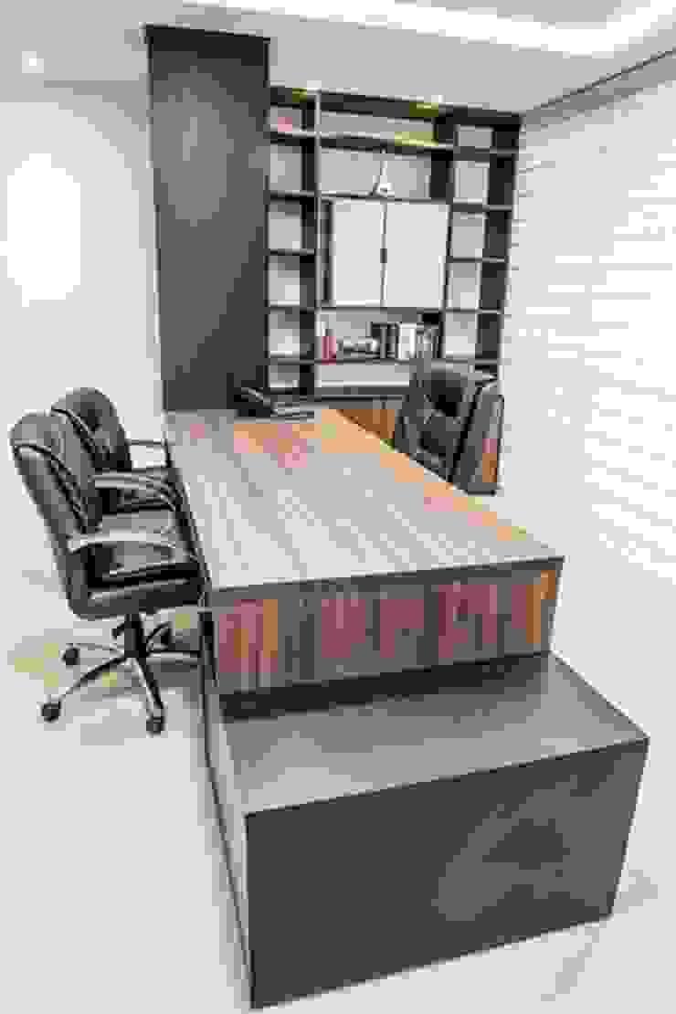 Gabinete Diretoria 2 por Enjoy Casa & Escritório Moderno