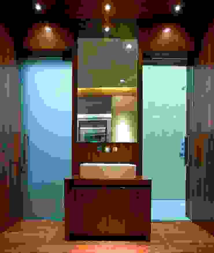 Frameless glass doors in blue glass Ion Glass 牆面 玻璃 Blue