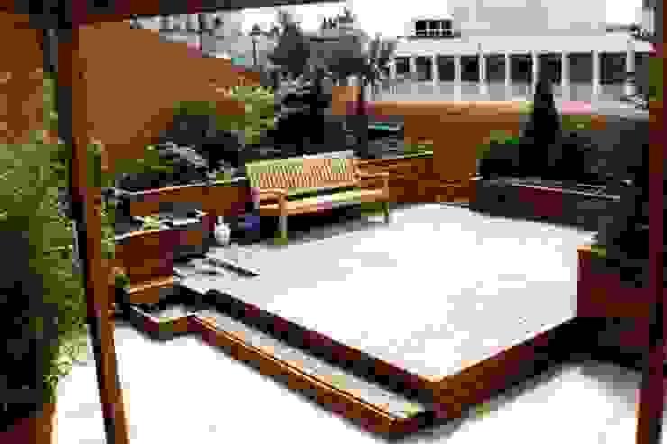 Terraza Madrid Balcones y terrazas modernos de GreenerLand. Arquitectura Paisajista y Tematización Moderno
