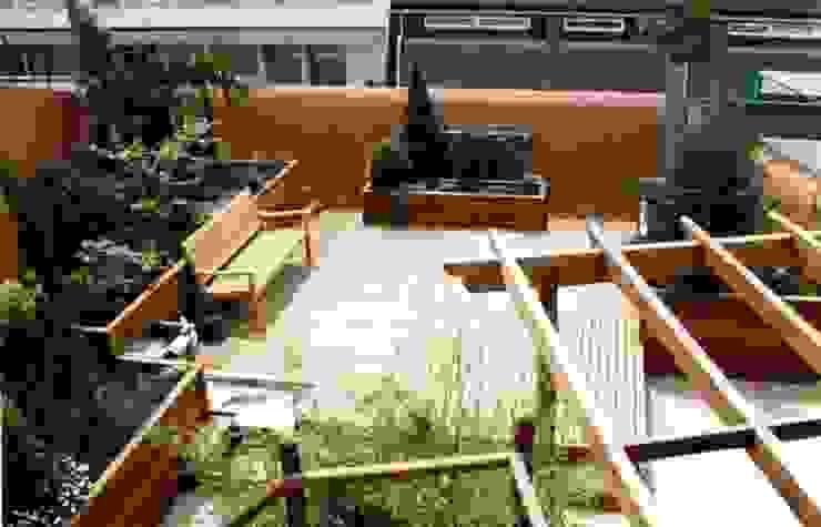 Balcones y terrazas modernos de GreenerLand. Arquitectura Paisajista y Tematización Moderno
