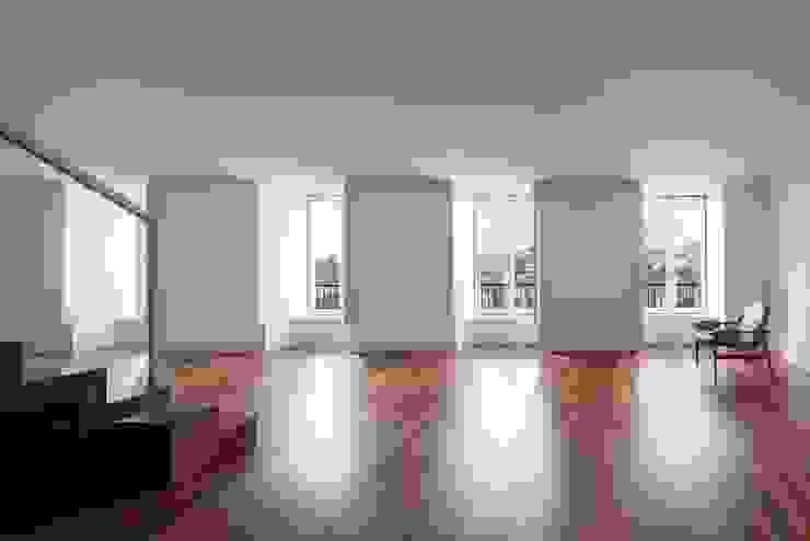 Edifício Chinesas Milagrosas - Vista da sala Salas de estar modernas por Posto9 Arquitectos Moderno