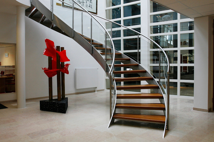 EeStairs® Helical Stairs Pasillos, vestíbulos y escaleras de estilo moderno de EeStairs | Stairs and balustrades Moderno Metal