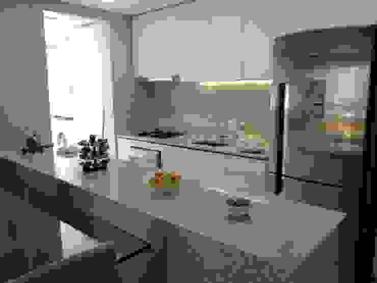 Cozinha Cozinhas modernas por Tatiana Ravache Arquitetura Moderno Granito