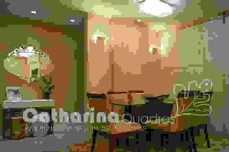 Apartamento Charitas – Niterói – RJ – 2014 Salas de jantar modernas por Catharina Quadros Arquitetura e Interiores Moderno
