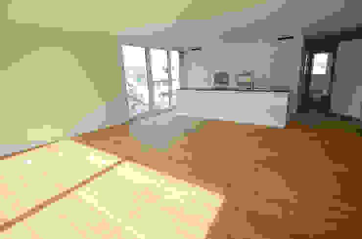 Grosszügige, offene und lichtdurchflutete Wohn- und Kochbereiche... Moderne Küchen von Fröhlich Architektur AG Modern