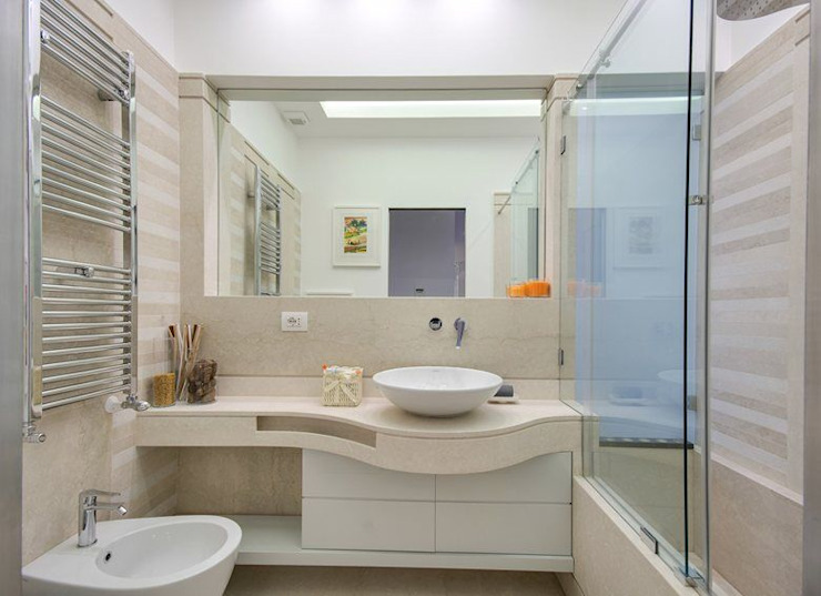 Modern bathroom by SERENA ROMANO' ARCHITETTO Modern