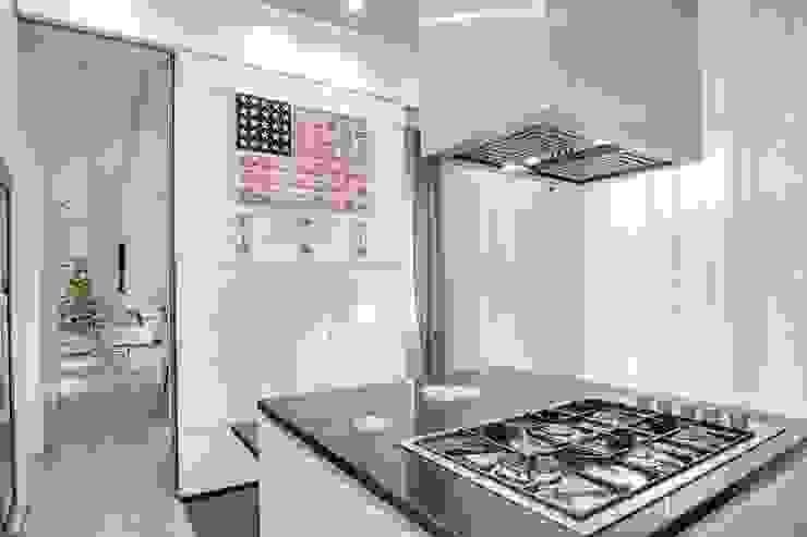 UN APPARTAMENTO D'ELITE Cucina moderna di SERENA ROMANO' ARCHITETTO Moderno