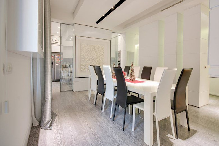 UN APPARTAMENTO D'ELITE Sala da pranzo moderna di SERENA ROMANO' ARCHITETTO Moderno