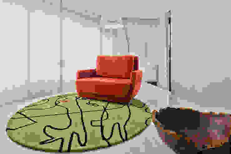 Espaço de Leitura: Salas de estar  por Yara Mendes Arquitetura e Decoração