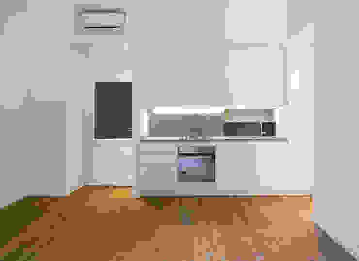 GUARDI B Cucina moderna di 02arch Moderno