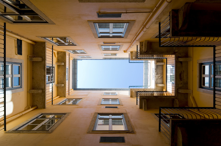 Edifício na Av. 24 de Julho - Lisboa por VÃO - Arquitectos Associados, Lda. Clássico
