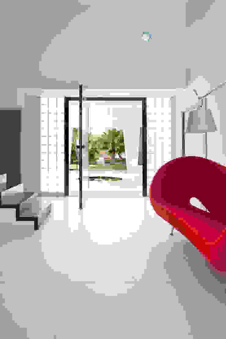 frederique Legon Pyra architecte Minimalist corridor, hallway & stairs