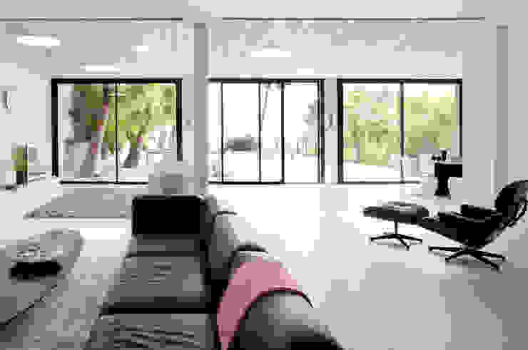 Villa C1 Salon moderne par frederique Legon Pyra architecte Moderne