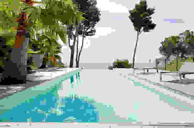 Villa C1 Piscine moderne par frederique Legon Pyra architecte Moderne