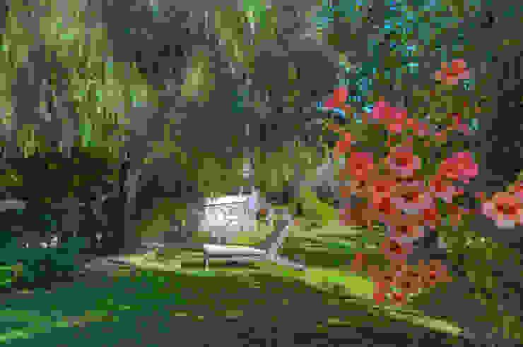 Jardines de estilo moderno de Emilio Rescigno - Fotografia Immobiliare Moderno