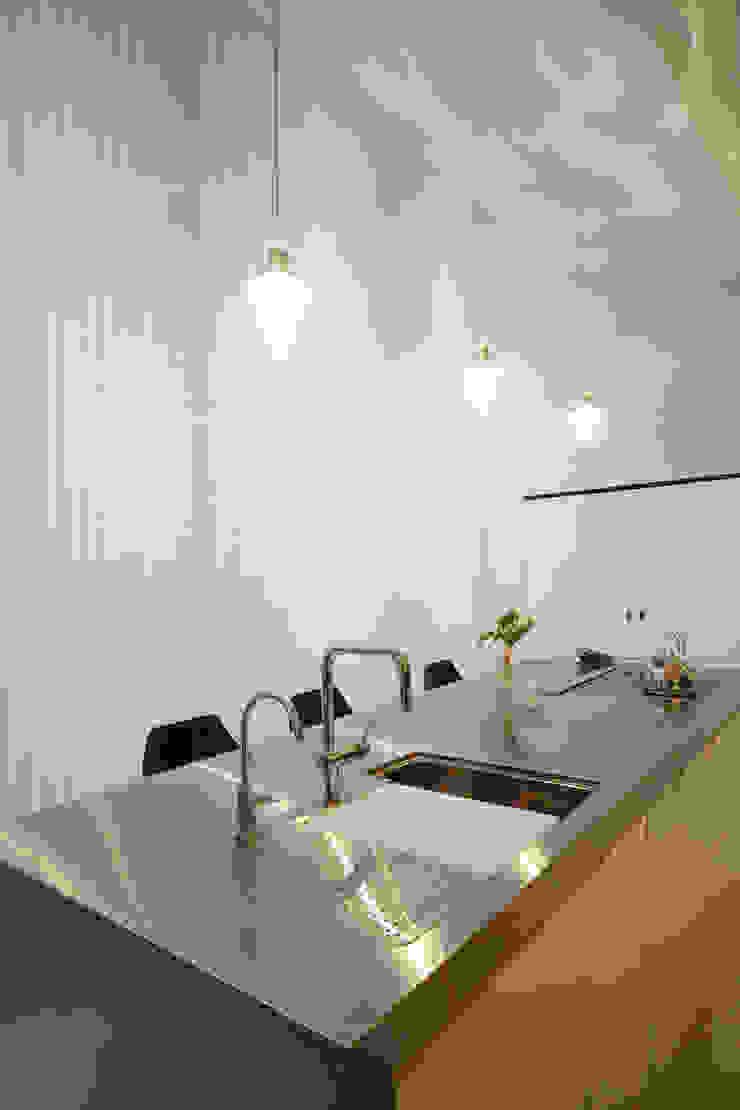 キッチン モダンな キッチン の Mimasis Design/ミメイシス デザイン モダン