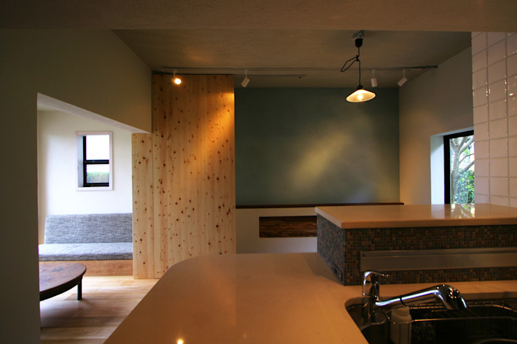 House in Nakatomigaoka モダンな キッチン の Mimasis Design/ミメイシス デザイン モダン