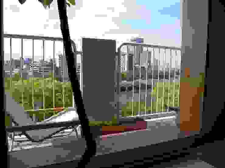 Apartment in Amizima モダンデザインの テラス の Mimasis Design/ミメイシス デザイン モダン