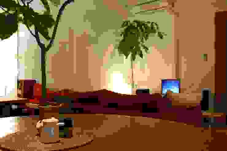 Apartment in Amizima モダンデザインの ダイニング の Mimasis Design/ミメイシス デザイン モダン
