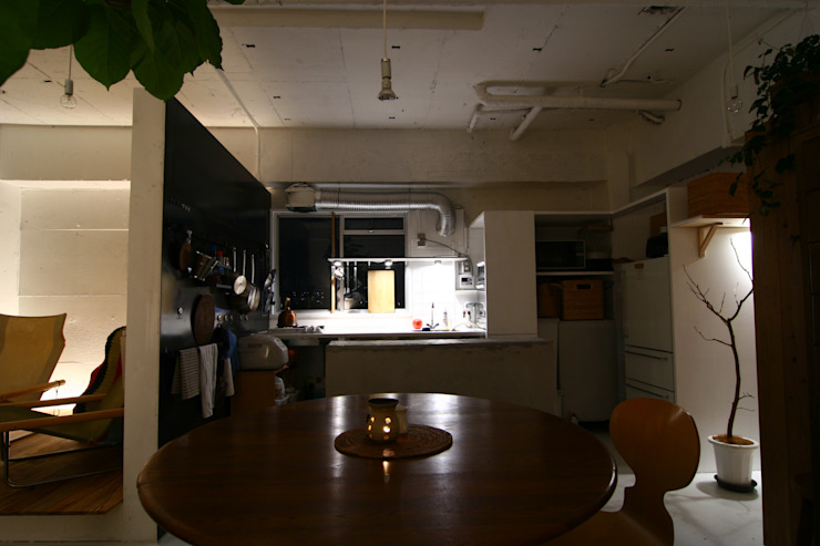 Apartment in Amizima インダストリアルデザインの キッチン の Mimasis Design/ミメイシス デザイン インダストリアル