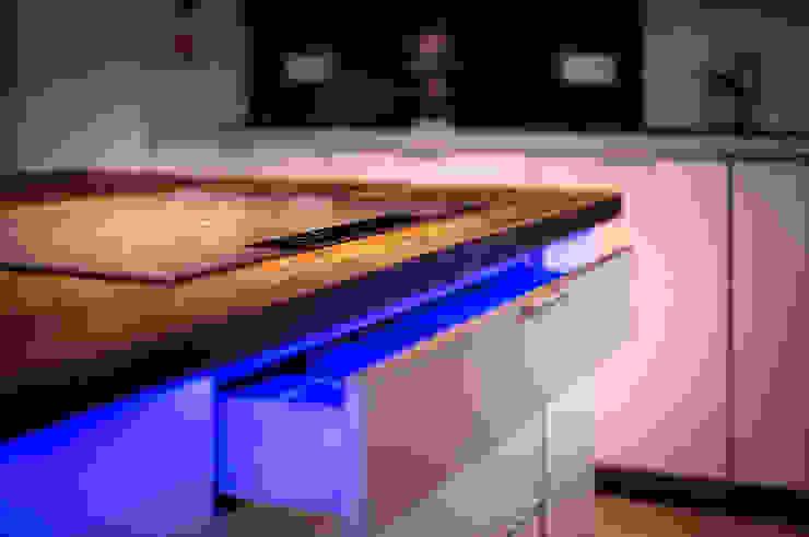 LED light edictum - UNIKAT MOBILIAR Rustic style kitchen