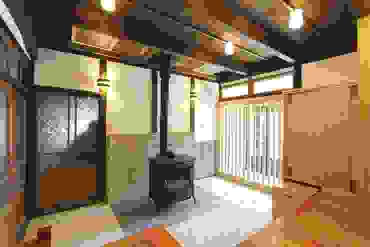 M邸 土間 カントリーデザインの 多目的室 の 一級建築士事務所 さくら建築設計事務所 カントリー