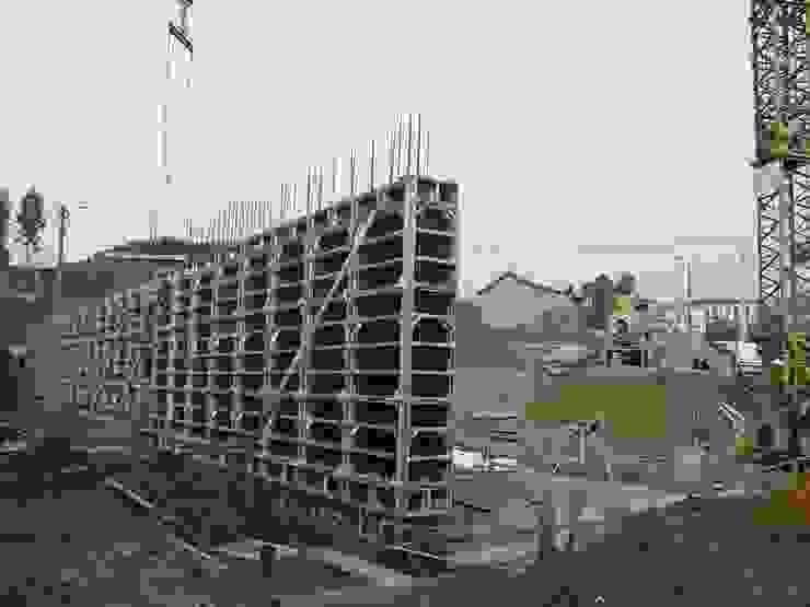 Private house building in Lousada (Portugal) Casas modernas por Dynamic444 Moderno