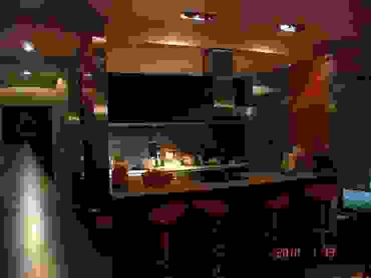 Private house building in Lousada (Portugal) Cozinhas modernas por Dynamic444 Moderno