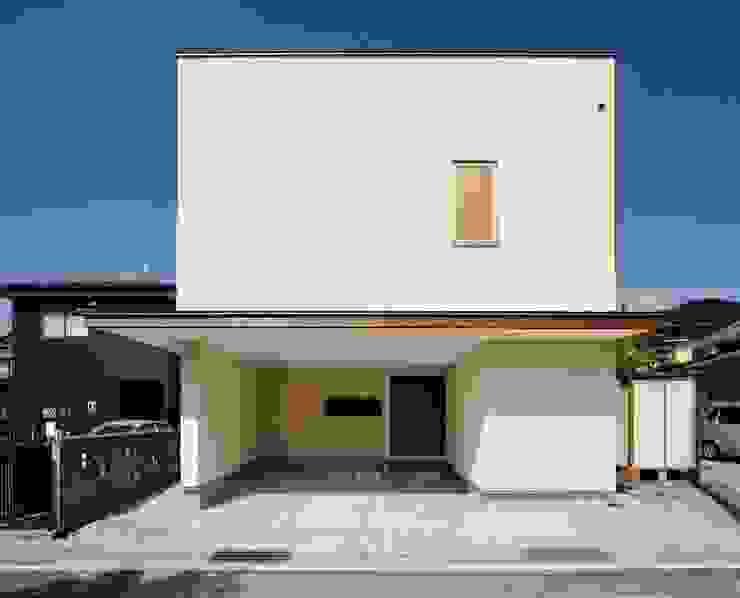 Casas modernas: Ideas, imágenes y decoración de 株式会社シーンデザイン建築設計事務所 Moderno