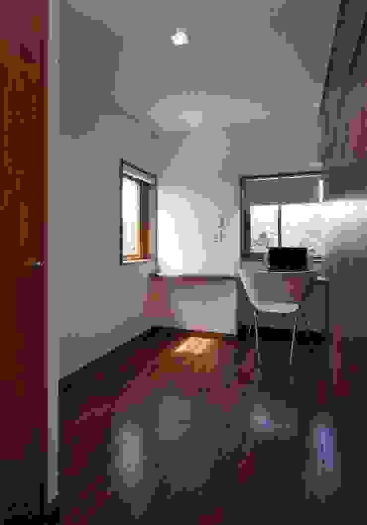 Uwano House ミニマルスタイルの 子供部屋 の 株式会社シーンデザイン建築設計事務所 ミニマル