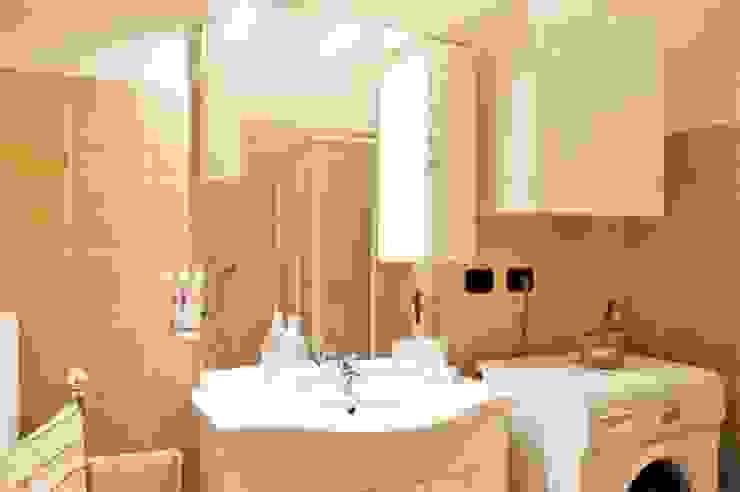 Baños de estilo moderno de ATELEON Moderno