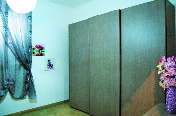 Dormitorios de estilo moderno de ATELEON Moderno