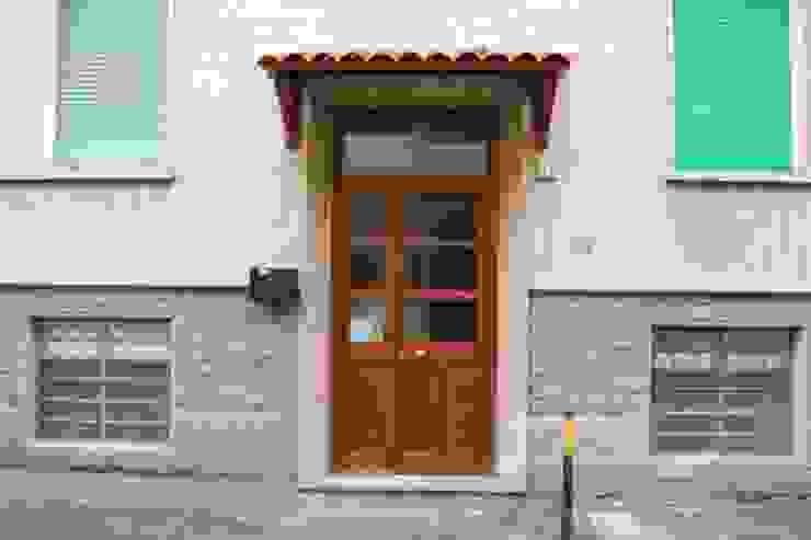 Puertas y ventanas modernas de ATELEON Moderno