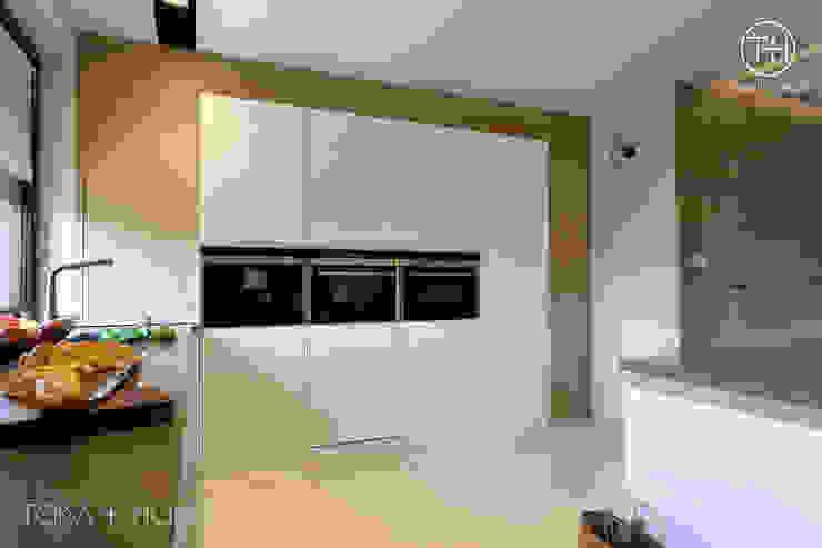 STYLOWY ANTRACYT Minimalistyczna kuchnia od TOKA + HOME Minimalistyczny Drewno O efekcie drewna