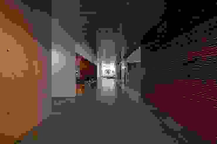 MitPenha Corredores, halls e escadas modernos por Atelier fernando alves arquitecto l.da Moderno