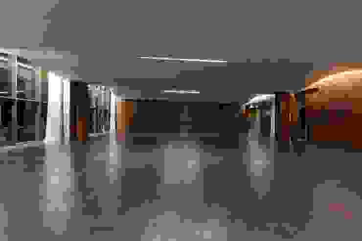 MitPenha Escritórios modernos por Atelier fernando alves arquitecto l.da Moderno