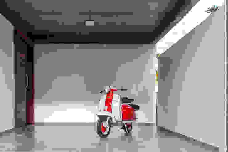 Casa E Garagens e edículas modernas por PJV Arquitetura Moderno