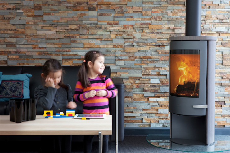 Sola Serie Speicherofen Bernhard Schleicher e.K. Living roomFireplaces & accessories