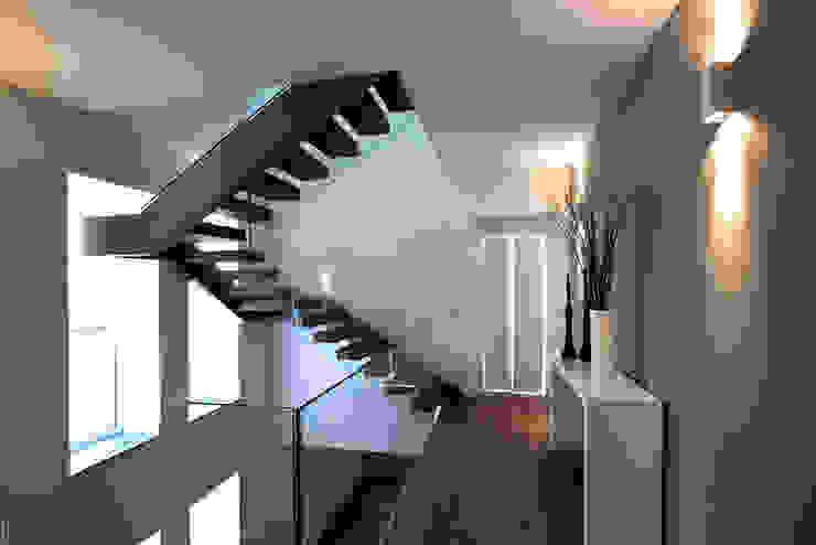 Vincenzo Leggio Architetto Nowoczesny korytarz, przedpokój i schody