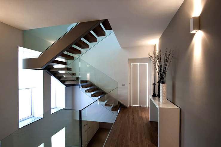 Vincenzo Leggio Architetto Modern corridor, hallway & stairs
