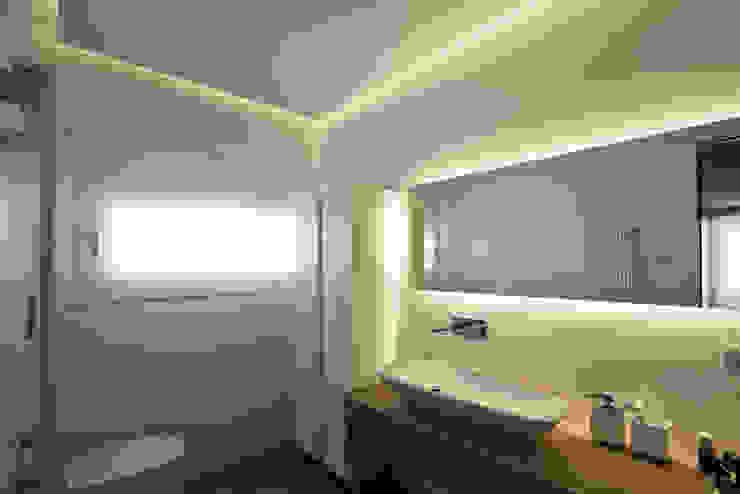 Baños de estilo moderno de Vincenzo Leggio Architetto Moderno