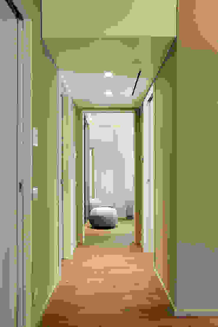 Corredores, halls e escadas modernos por Vincenzo Leggio Architetto Moderno